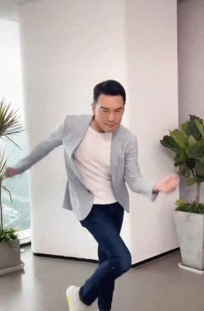 王耀庆让李雪琴给他买裤子,沙雕总裁又营业,网友:偶像包袱捡捡