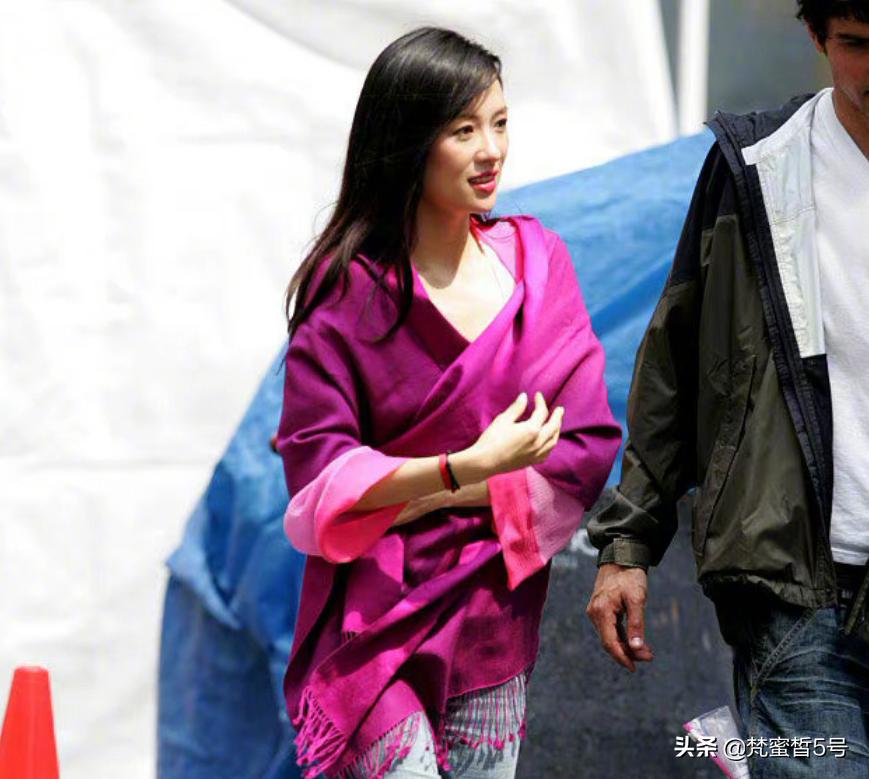 章子怡15年前旧照曝光,粉色上衣显少女感,首部电视剧却被群嘲