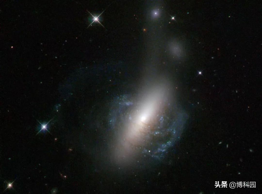 发现透镜状星系,即使在一次大恒星形成之后,也有恒星形成活动