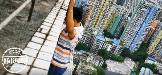 什么情况?他梦见自己在天台,醒来发现真在楼顶