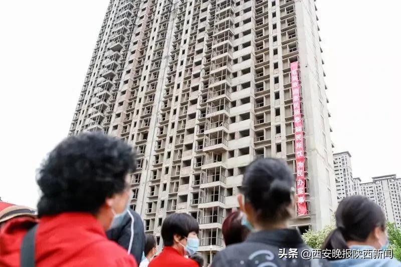 """西安""""国际幸福城""""项目复工 多年""""烂尾楼""""拨云见日"""