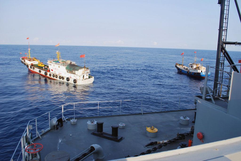 必须警惕!中国周边海域民船数量异常,疑似美军雇佣的间谍船