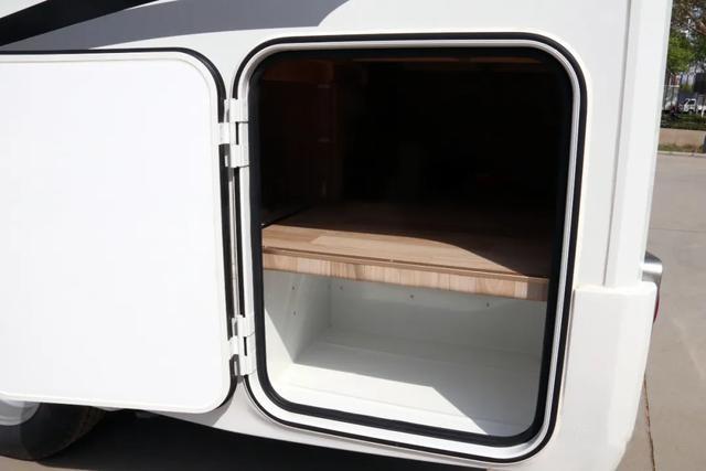 子母床,大冰箱,核载6人,适合家庭出游!售价45.8万元