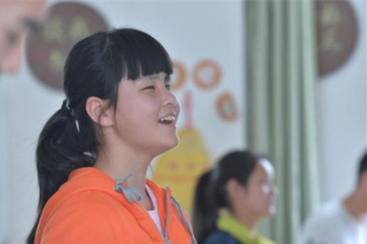 不向命运低头!18岁四川全盲女孩凭肌肉记忆,弹奏悲怆奏鸣曲