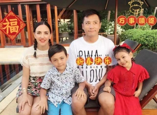 劉燁老婆五一帶兒子外出,十歲諾一長高又變帥,五官越來越像外公