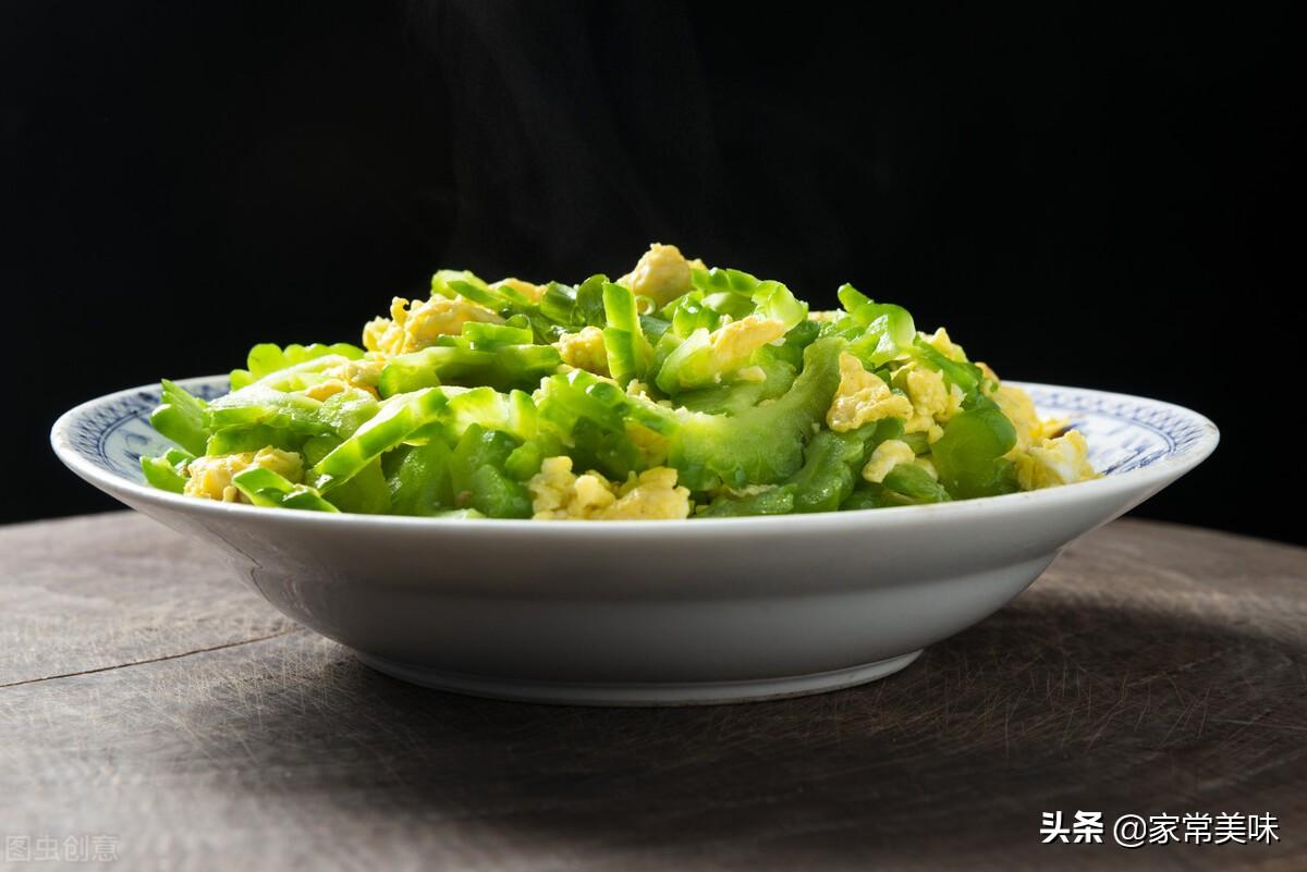 炒苦瓜:用盐腌制去苦味是大忌!教你正确做法,苦瓜清脆亮绿不苦 美食做法 第3张