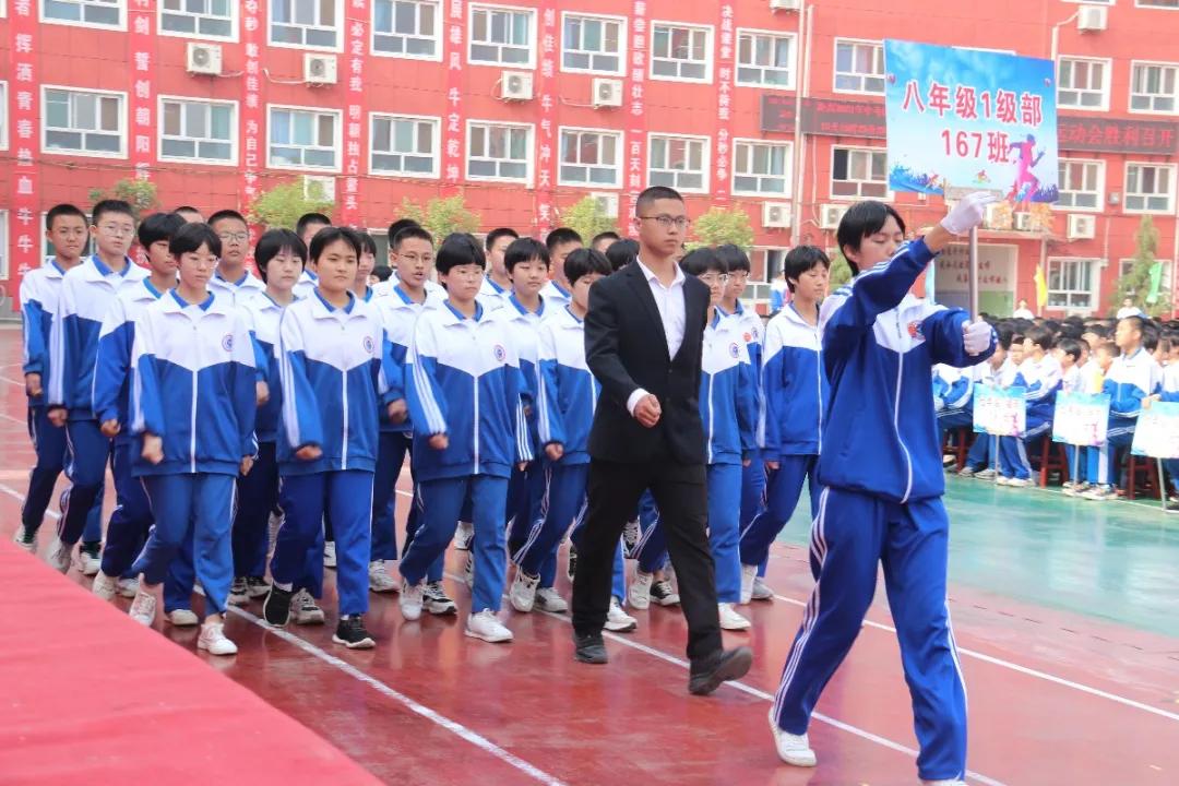 河北磁县朝阳学校隆重举行田径运动会,赛场燃烧激情,气势如虹