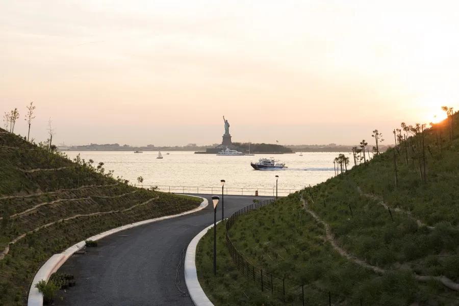 邂逅初夏:纽约总督岛的休闲治愈旅程