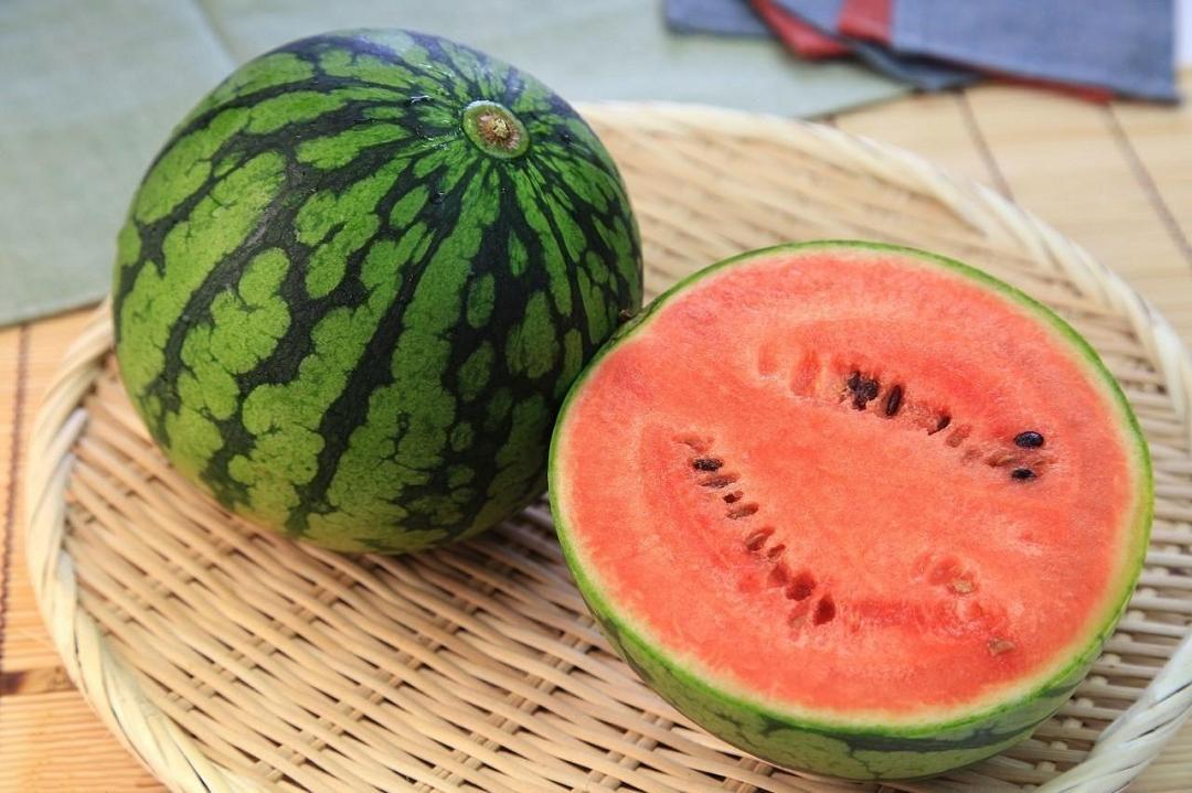 高血糖能不能吃西瓜?饮食避免2不要,生活3坚持,可以稳定血糖