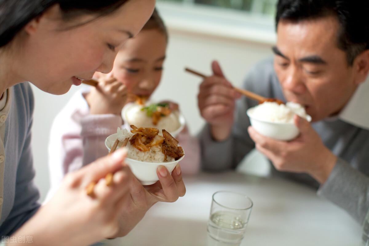 """吃饭为什么要""""细嚼慢咽""""?小小常识,蕴藏大奥秘"""