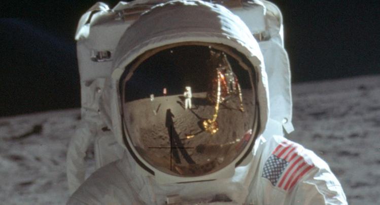 成功登月的嫦娥五�,�槭裁闯闪嗣��登月��\�的�C��