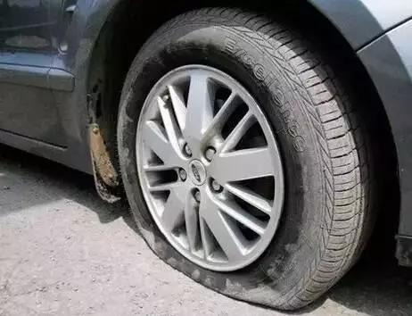 汽车爆胎不是突如其来的 这几种征兆意味着有爆胎的风险