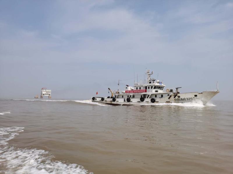 江苏响水渔政为涉海企业安全稳定运营保驾护航