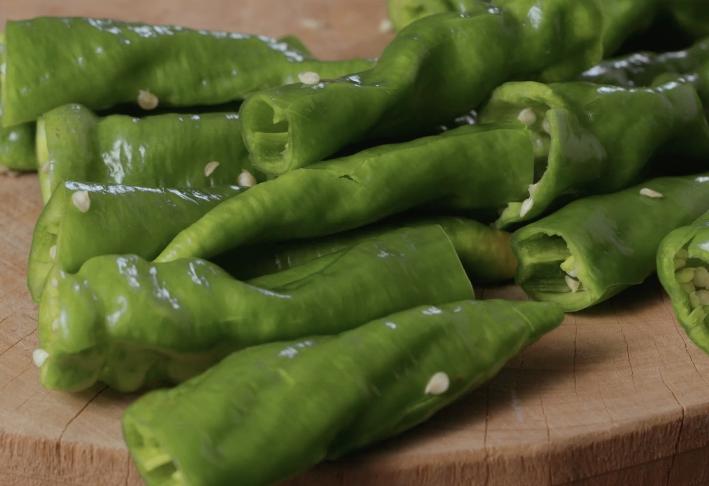 """""""虎皮尖椒""""的做法 吃起来浑身冒汗有利于降脂排汗"""