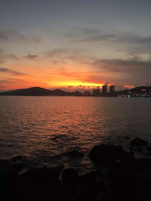 太美了!今天,阳江的晚霞惊艳了天空!