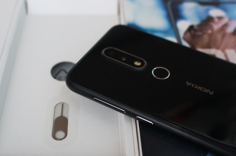 NokiaX6测评:性价比高发生爆炸 最特惠1000元全面屏手机