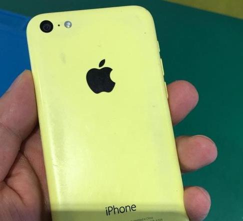 iPhone史上最牛惨的一部手机,市场价四千无人过问,现遭遇忘却