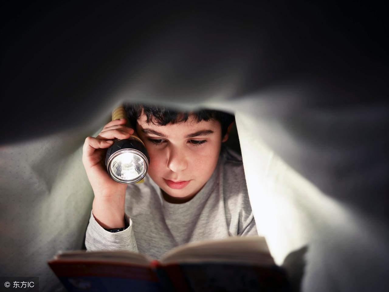 孩子贪玩不爱学习?与其督促唠叨,不如把这4个励志故事讲给他听