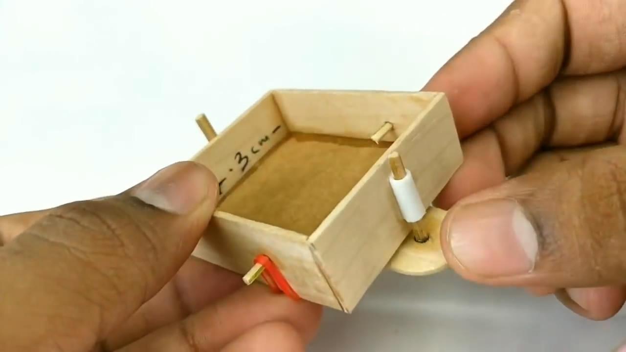 硬纸壳板小玩具课堂教学教学,3款在家中也可以制作的小玩具,小小的孩子们都抢着玩(详解)