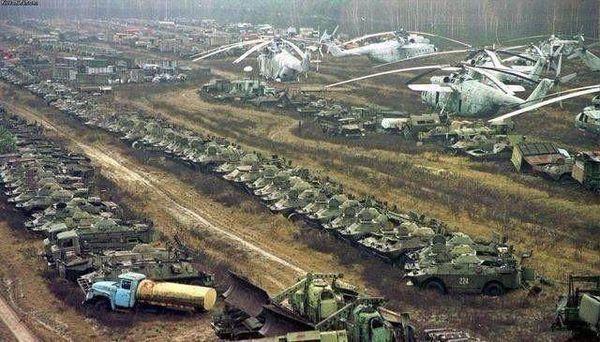 巅峰时期的苏联究竟有多强?一组图片告诉你,武器犹如廉价地摊货