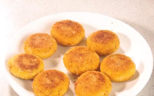 南瓜紫薯饼 南瓜饼新做法 多加一样食材 好吃不发胖