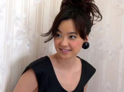 跟尼姑没区别!香港著名女星吐槽发型师下手太重:头发都被铲青了