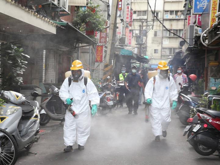 台灣通報新增167例新冠本土病例,另有18人死亡