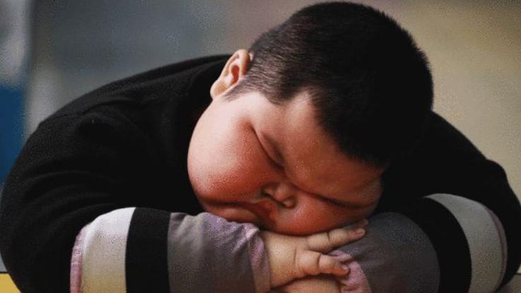 4岁男宝每天吃6顿饭,家长以为有大毛病,送医后医生却笑了