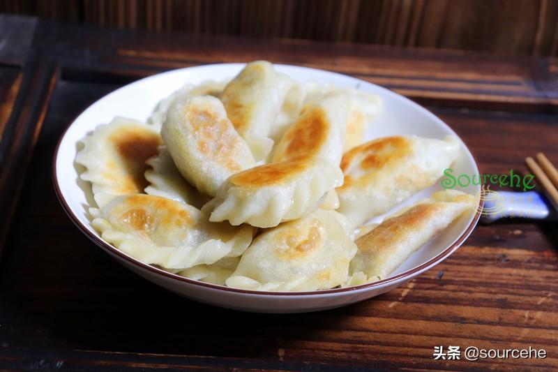 这个饺子馅我从6岁开始,已经二十多年,从没吃腻过,煎着吃更香