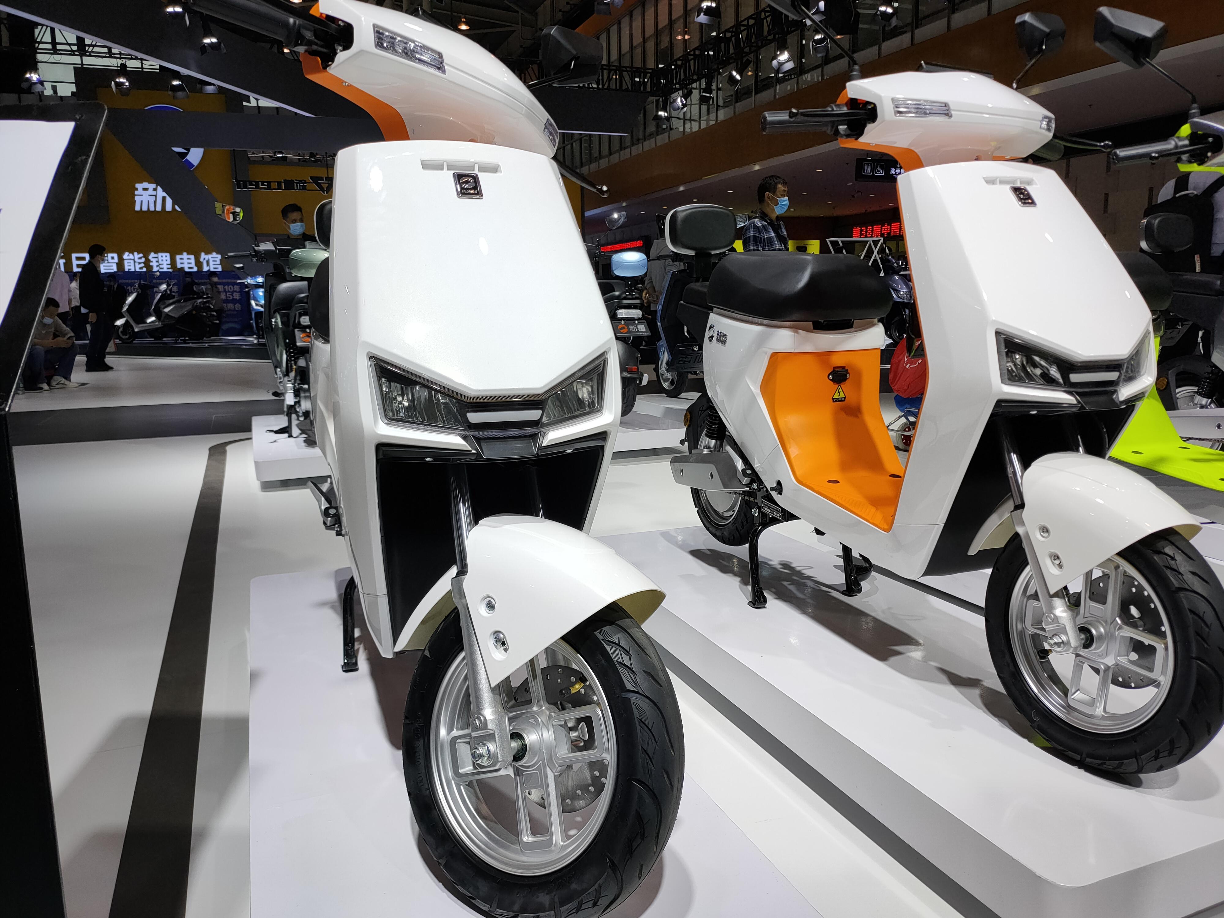 2款年轻人的电动车,配48V锂电池,续航60公里