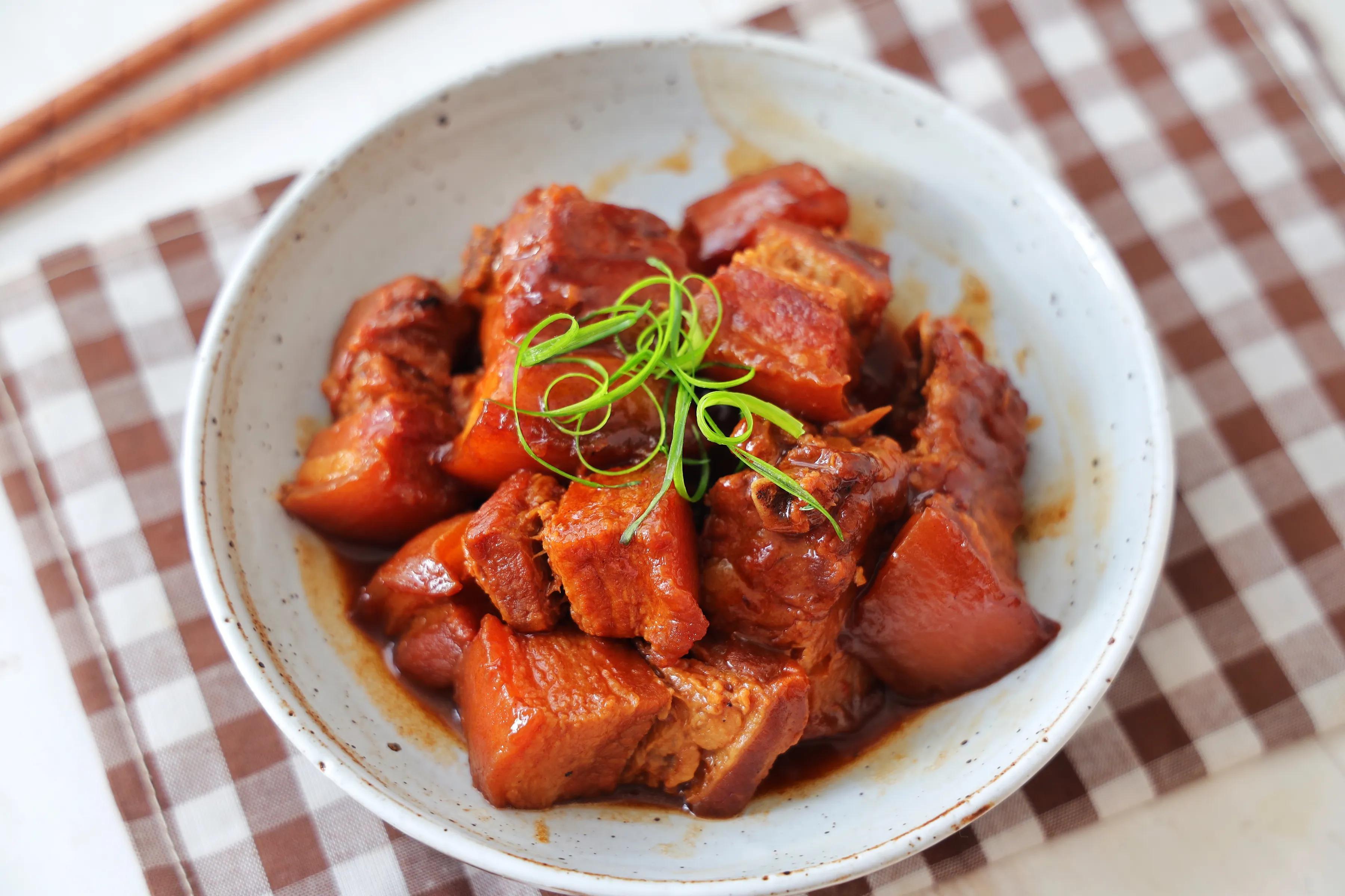 五花肉別紅燒了,教你懶人吃法,一碗醬汁就搞定,鮮香入味