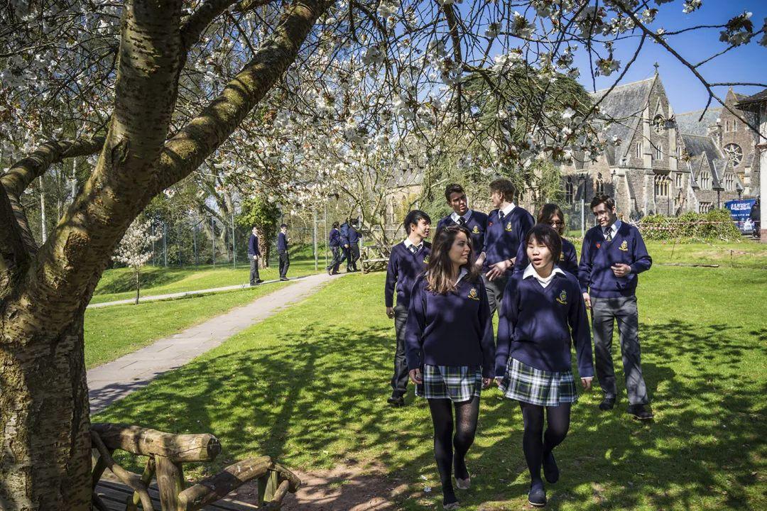 不可思议!有的英国私立学校每个年级只有9个人?