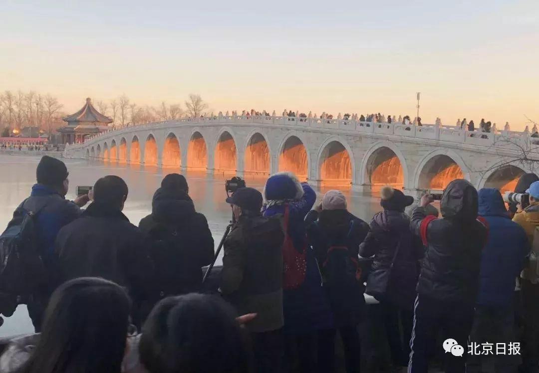 """颐和园十七孔桥再现""""金光穿洞"""",看的太投放,手套掉湖里……"""