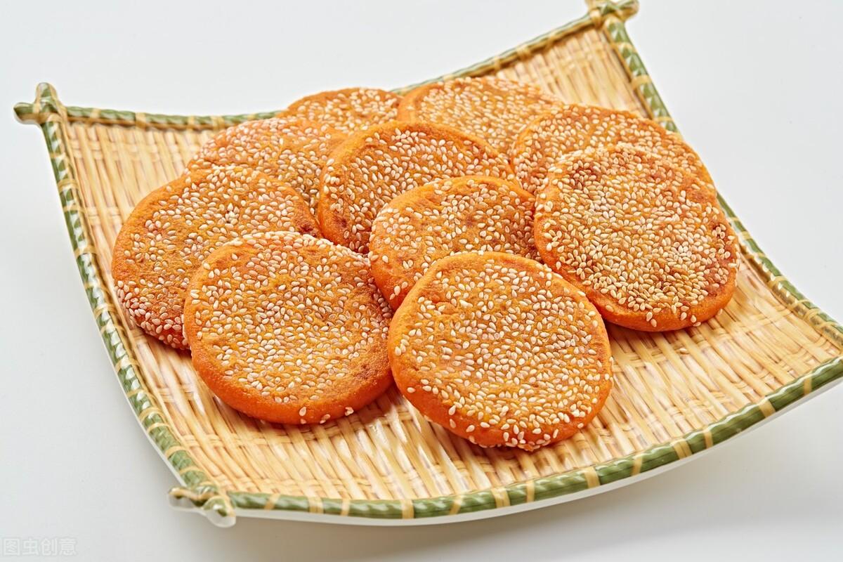 南瓜饼就要这样做,不用一滴水,香甜软糯吃不腻,咬一口满嘴香