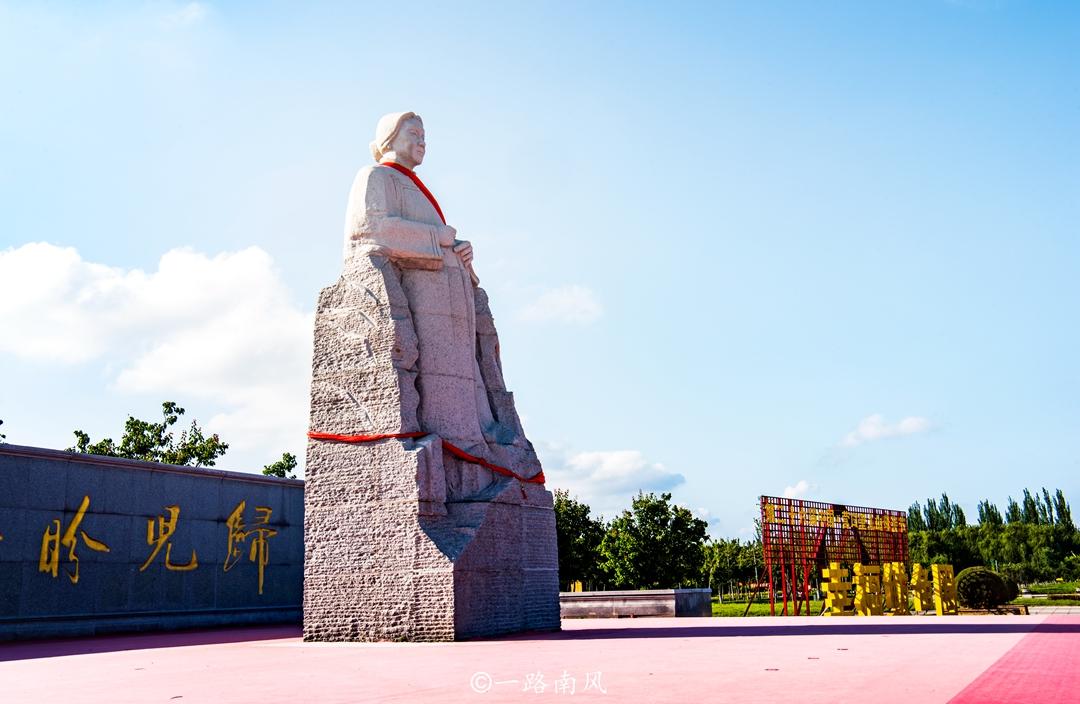 遼寧營口有塊奇特石頭,模樣酷似婦女頭像,流傳著一個感人故事