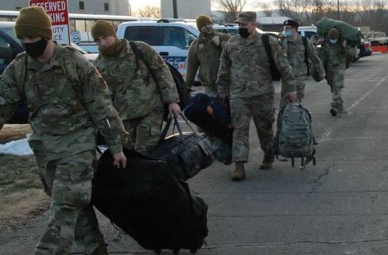 白宫军方决裂!5000士兵增援华盛顿保拜登就任,特朗普:不辞职