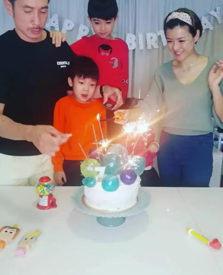 陳茵媺曬全家福為大兒子慶生,一家五口同框笑容燦爛,幸福惹人羨