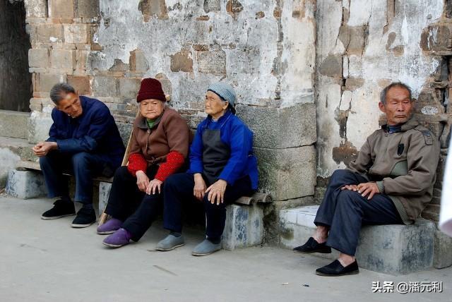 农村养老金向高龄倾斜,多少岁才算高龄老人?额外补贴多少钱呢?