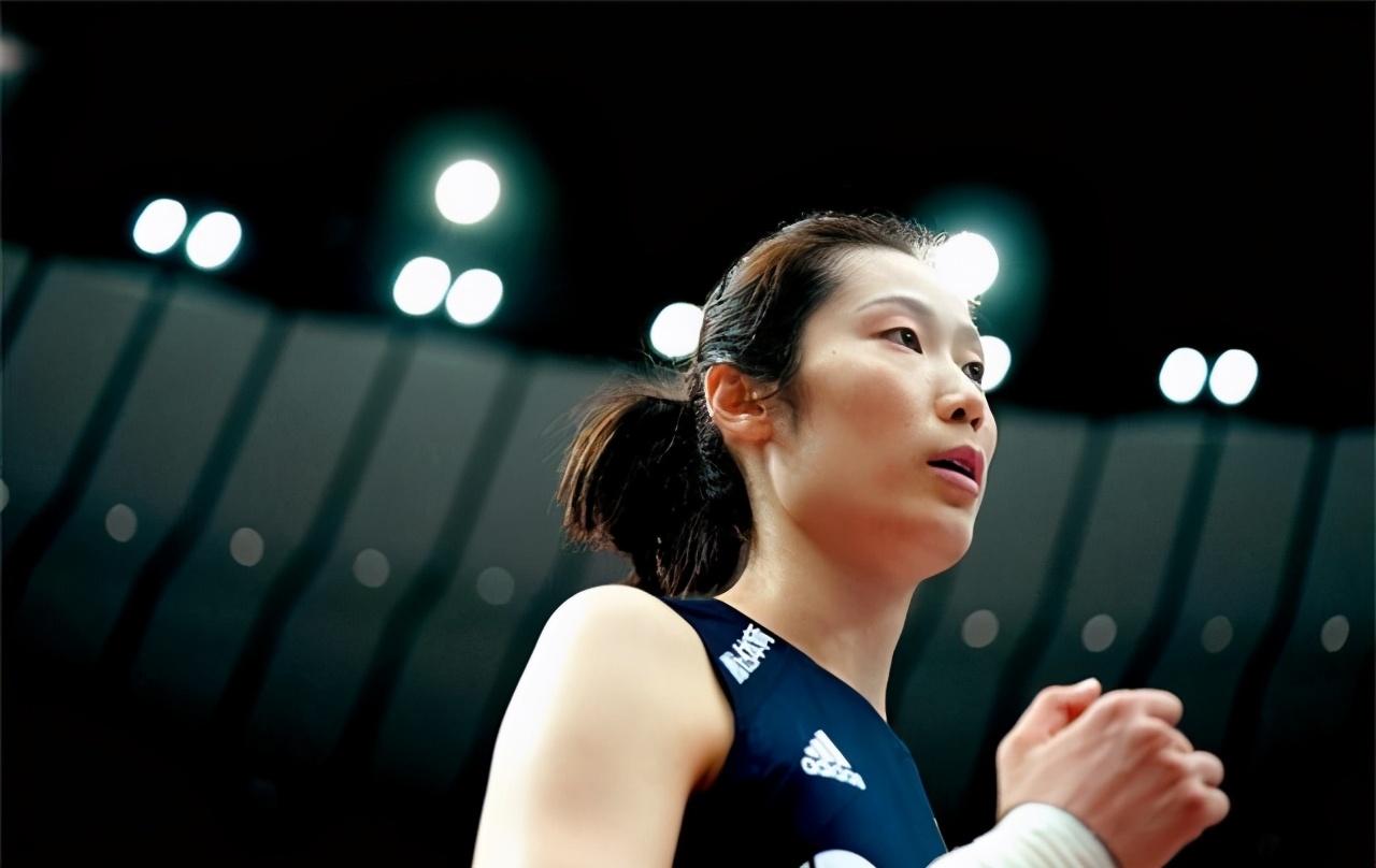 3:0天津女排横扫上海,女王回归暴扣不停,朱婷本赛季疲软吗?