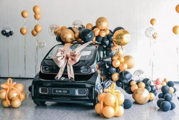KiWi EV预售一周订单突破3000!首批新车陆续到店并交付