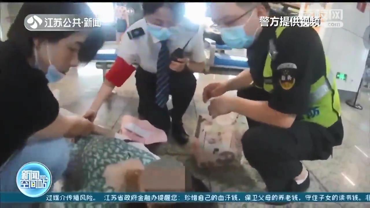 乘客突发癫痫晕倒 警民合力暖心救援