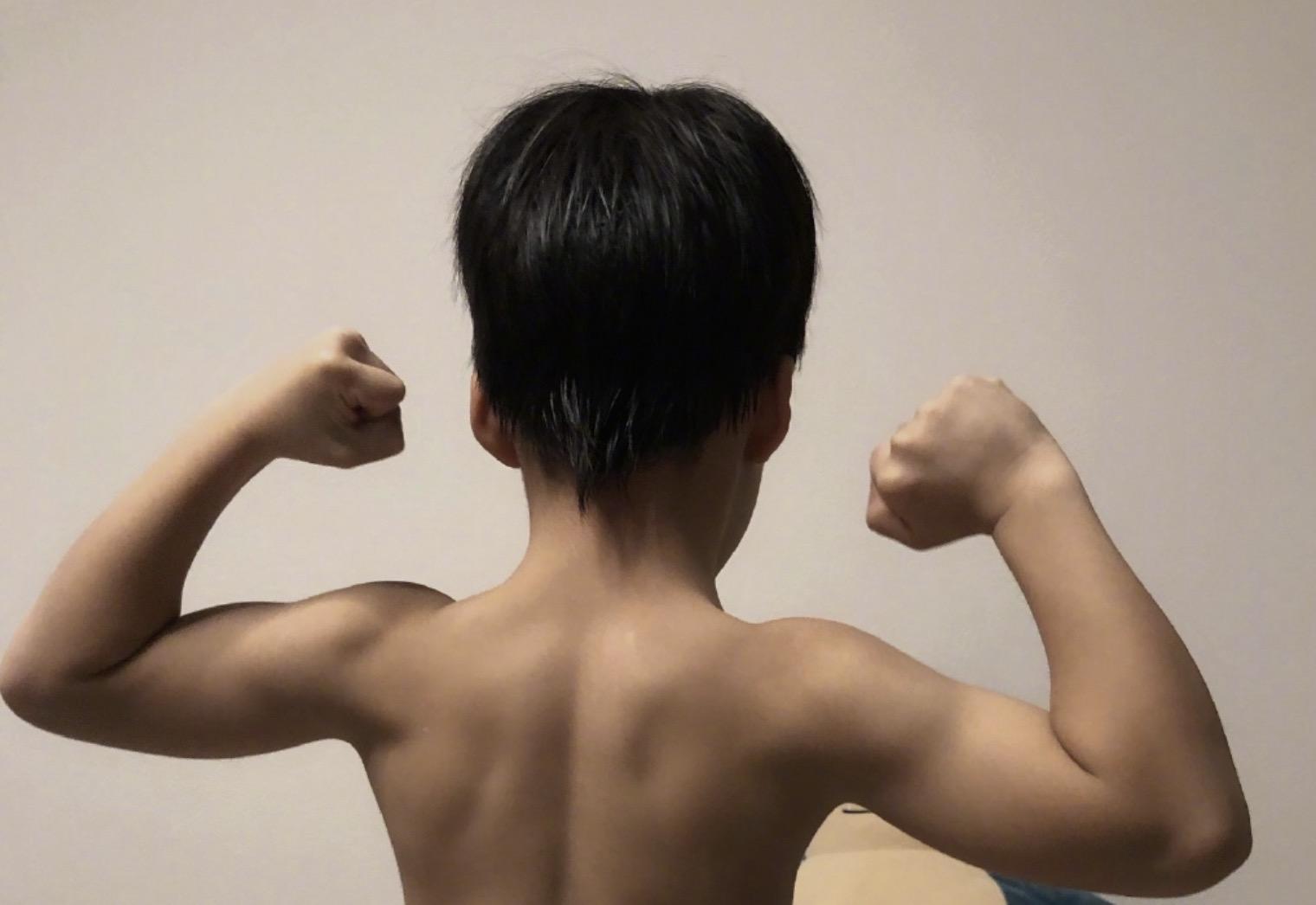 謝楠曬吳所謂堅實的臂膀,直呼想依靠,網友感慨不愧是戰狼的兒子
