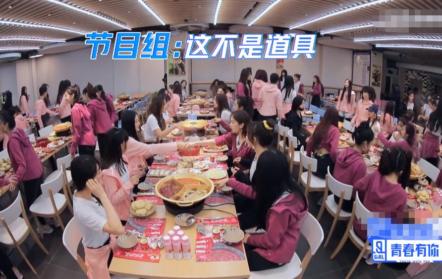 《青2》节目组准备火锅,镜头却切换到虞书欣,这神情太真实了吧