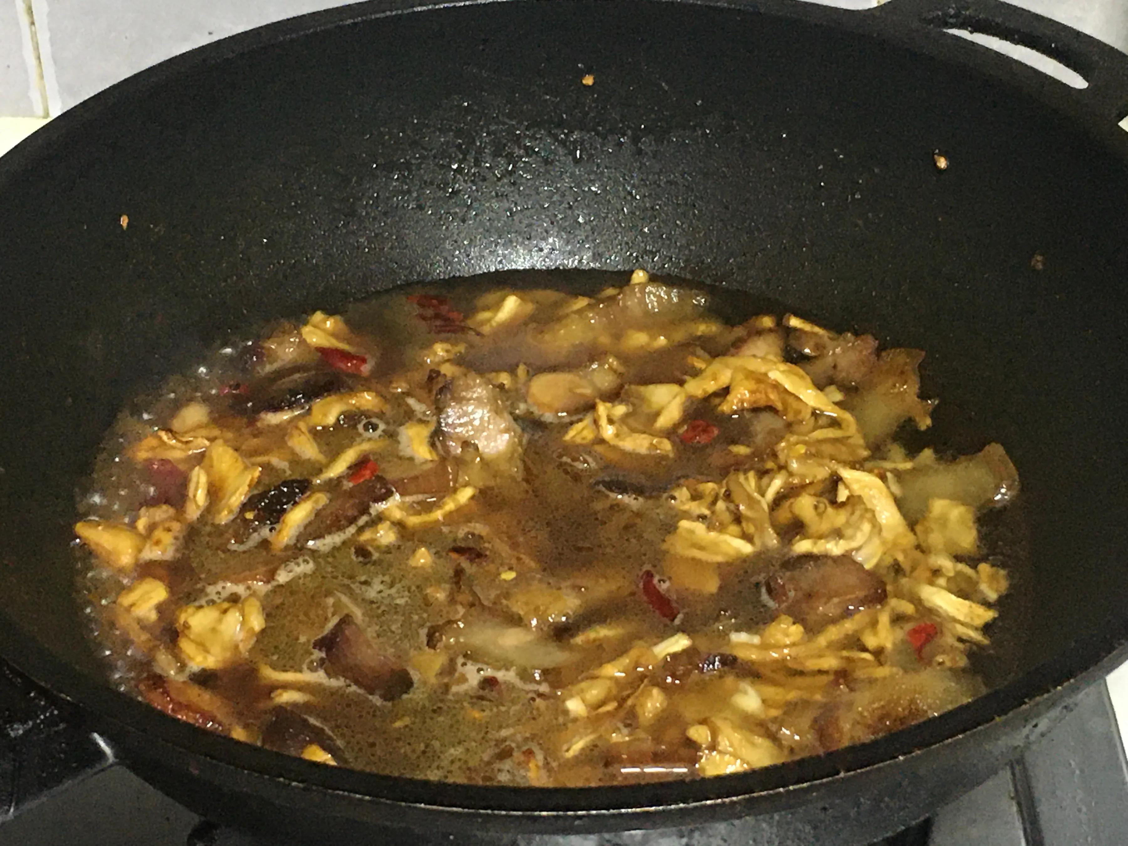 这菜淡季时4毛1斤没人要,晒干后配腊肉,咸鲜脆爽,全家抢着吃