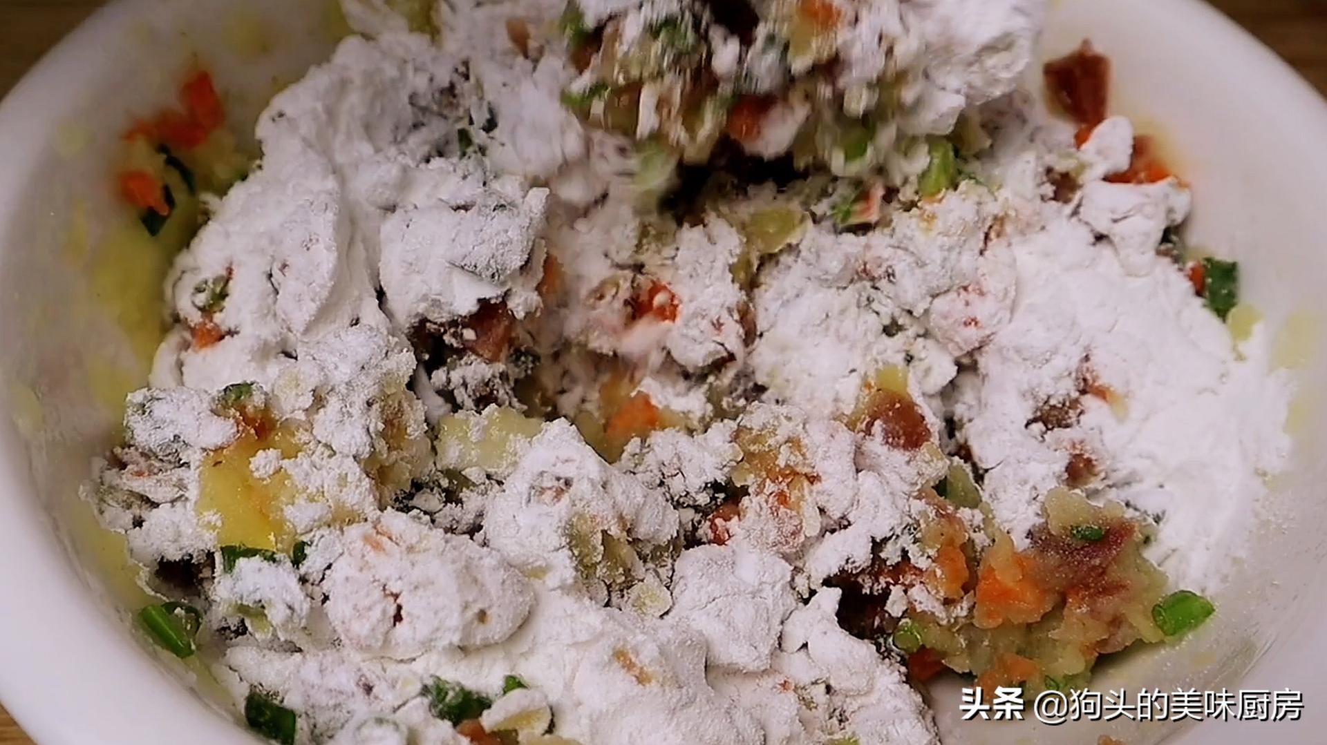 最近土豆很火的做法,不加面粉不加水,咬一口满嘴都是香,真解馋 美食做法 第9张