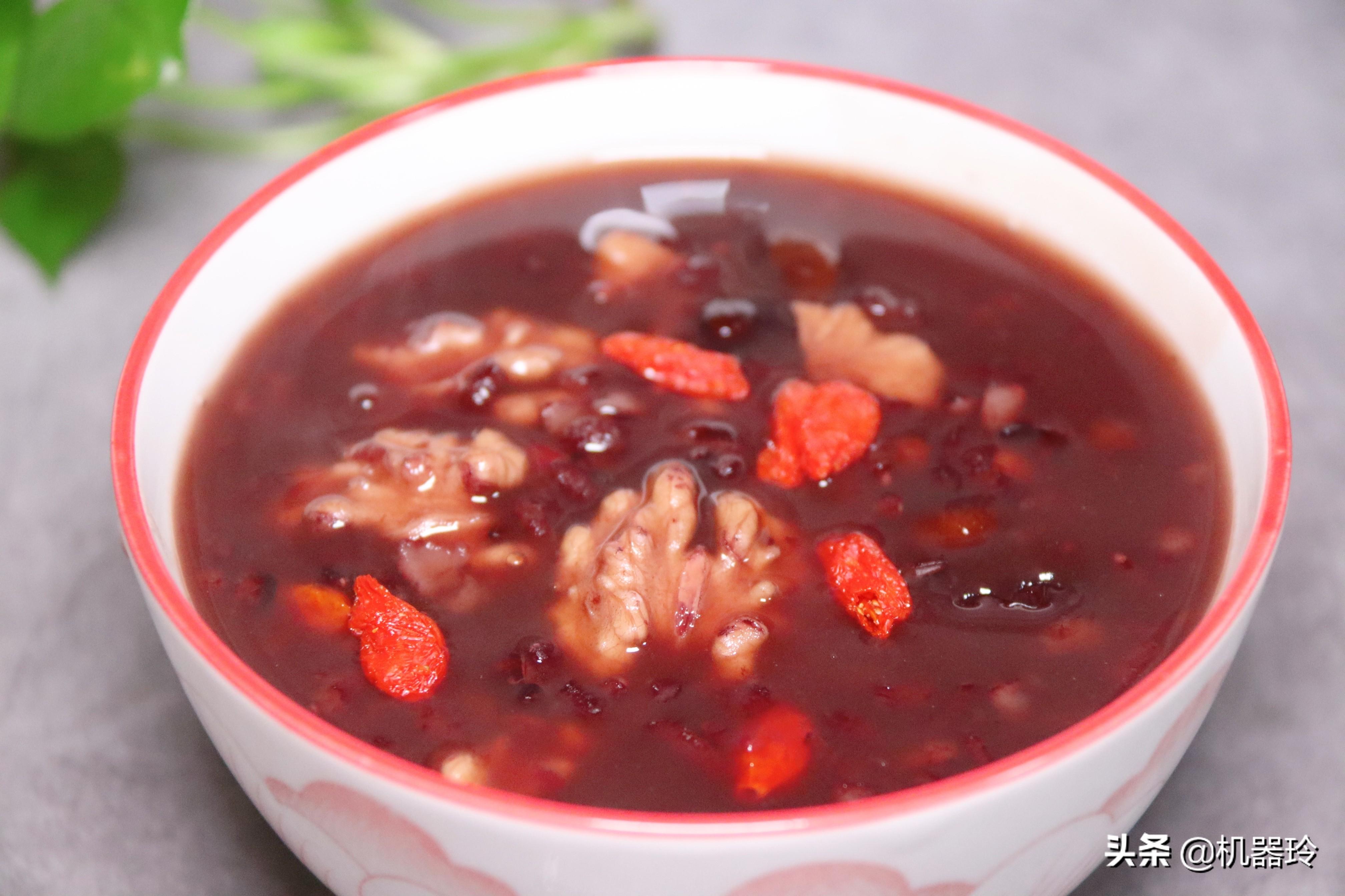多喝这碗粥,脸蛋红润气色好不长斑 美食做法 第2张