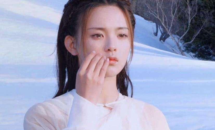杨超越首次回应演技,会进步的,自己靠实力从灰姑娘变公主