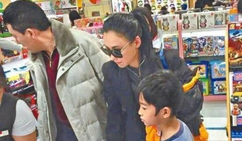 张柏芝正面回应四胎传闻!84岁谢贤公开与儿媳关系,谢霆锋默不作声