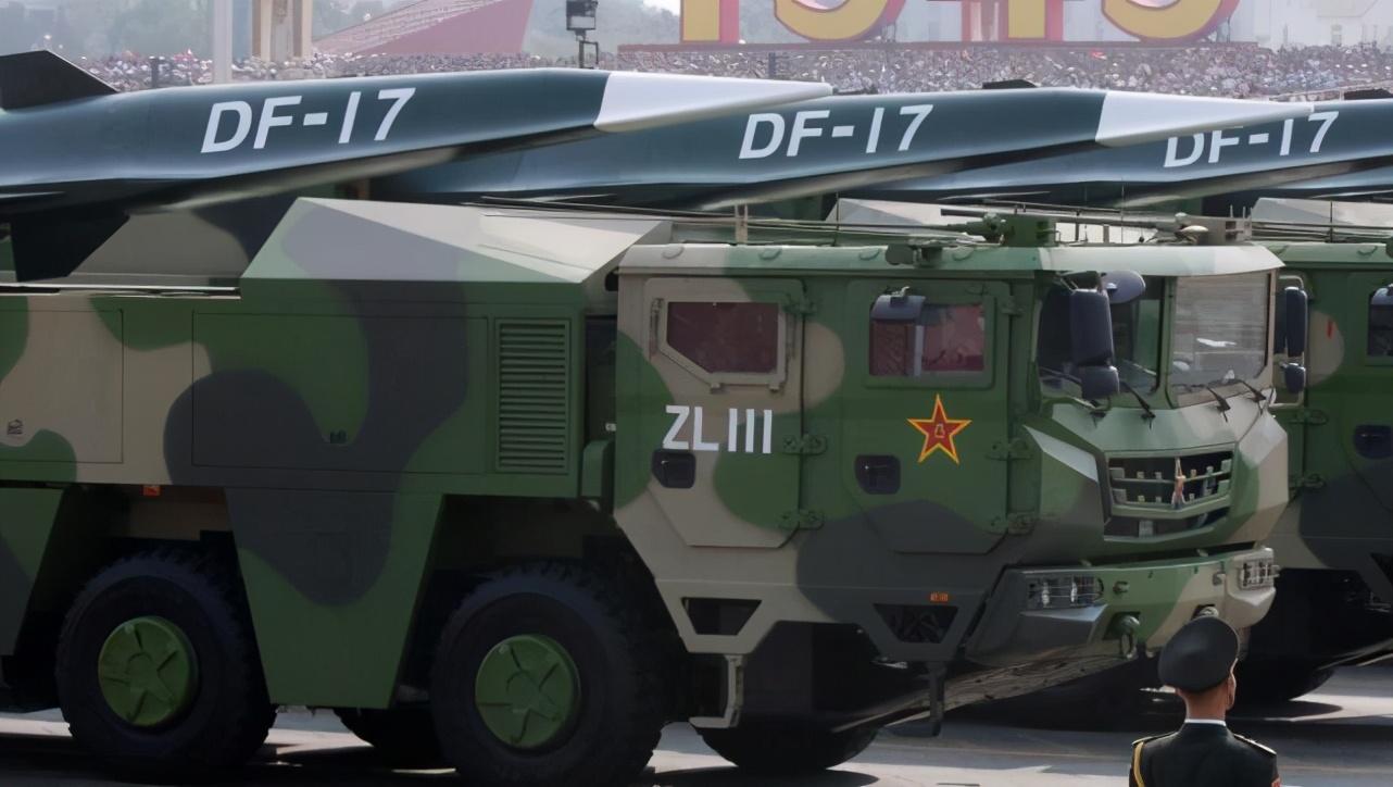 """港媒:解放军火箭军成立5周年之际,展示多种导弹警告""""台独"""""""