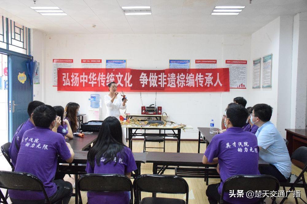 棕叶编出万千世界 武汉科技大学学子体验棕编非遗魅力
